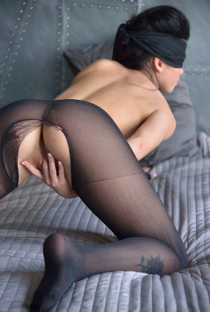 Naked Blindfold Ass Pics
